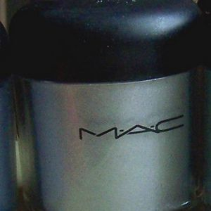 MAC Pigment - Lark About (Limited Edition Naughty Nauticals Collection)