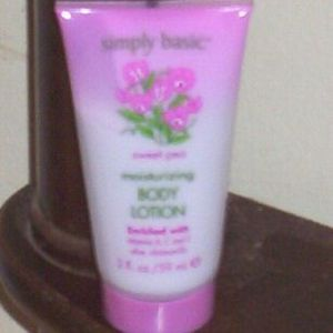 Simply Basic Romantics Sweet Pea Body Lotion
