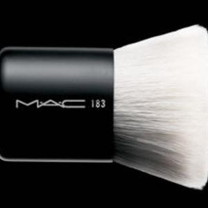 MAC Kabuki Brush 183
