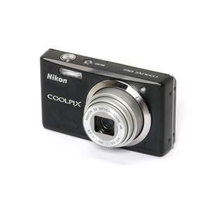 Nikon - Coolpix S560 Digital Camera
