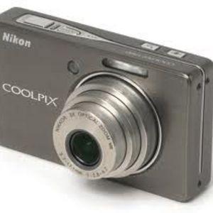 Nikon - Coolpix S500 Digital Camera