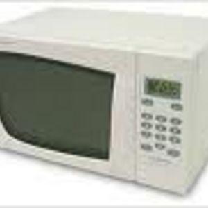 Emerson 900 Watt 0.9 Cubic Feet Microwave Oven